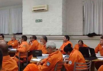 Bomberos se capacitan en operaciones de búsqueda y rescate