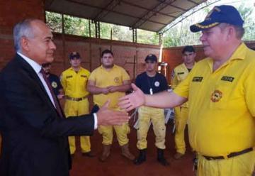 Bomberos reciben vehículo para rescate en Curuguaty
