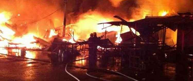 Incendio en mercado de Acapulco deja 70 locales calcinados