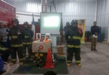 """Con guardia de honor despiden a """"perro bombero"""" en Coquimbo"""