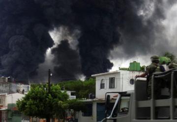 Murió bombero por incendio en refinería de Salina Cruz