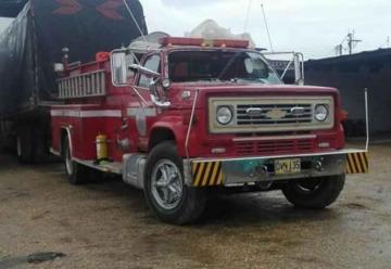 Un borracho habría estrellado carro de bomberos