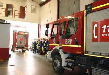 Un camión de bomberos se queda sin acelerador al apagar un incendio