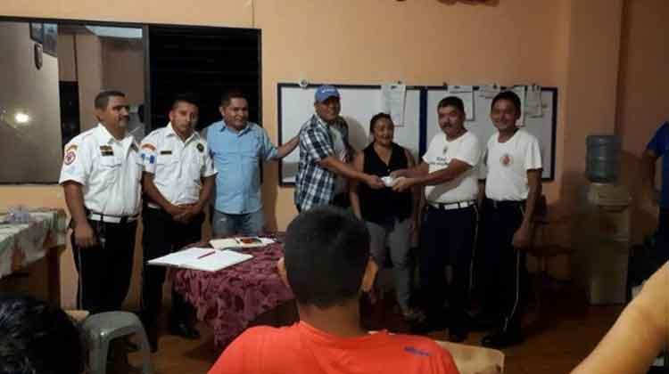 Bomberos Voluntarios de Río Dulce reciben donación