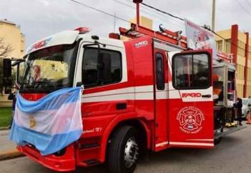 Bomberos de Puerto Madryn presentaron nueva autobomba