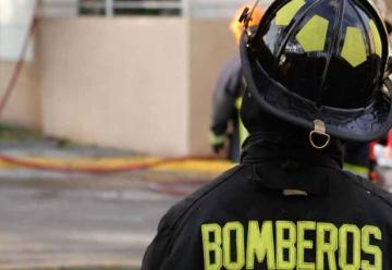Bomberos sufren violenta agresión durante incendio en Concón