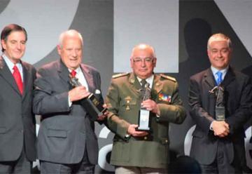 Bomberos de Chile recibió premio Diego Portales Palazuelos