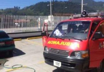 Lavan carros por los Bomberos Voluntarios