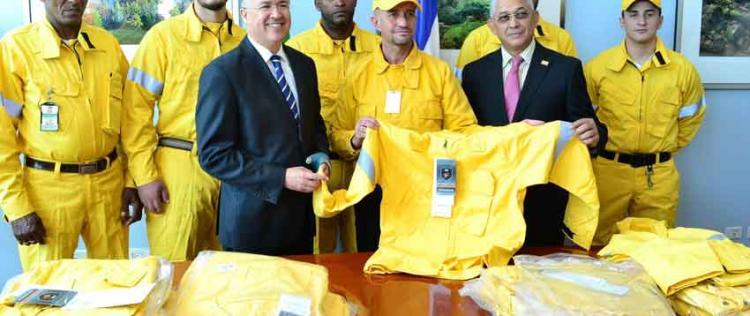 Bomberos forestales tendrán uniformes de protección