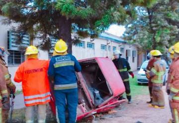 Bomberos se capacitarón en rescate vehicular liviano