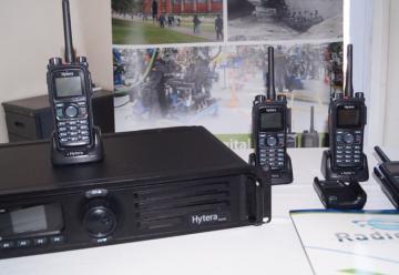 Bomberos recibe donativo para mejorar sus comunicaciones