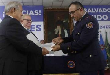 Dos motobombas para los bomberos de El Salvador