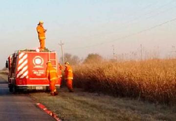 Dos bomberos sufrieron quemaduras en incendio