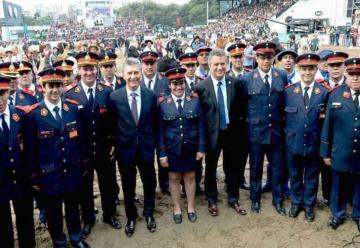 El Presidente Macri homenajeó a los Bomberos en La Rural