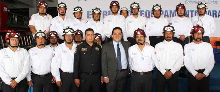 Huixquilucan dota de equipo y uniformes al cuerpo de Bomberos