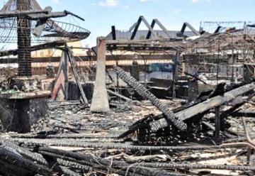 Un incendio arrasó el antiguo Centro Asturiano de Adeje