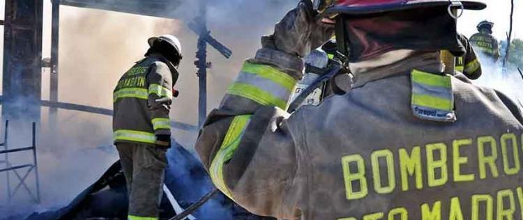 Los Bomberos de Madryn fueron apedreados cuando iban a apagar un incendio