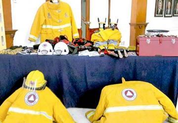 Ayuntamiento dona herramientas y equipo a bomberos