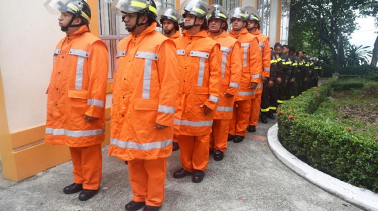 Implementos importados de italia para los bomberos de Quevedo