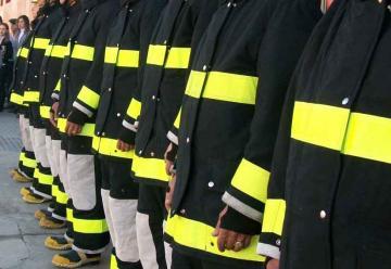 Bomberos cuenta con nuevos coches de incendio y uniformes