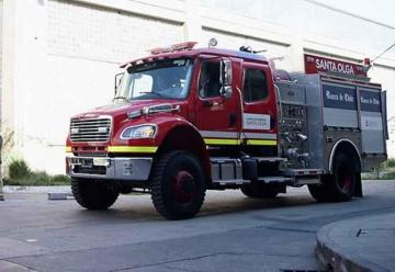 Bomberos de Santa Olga reciben nuevo carro contra incendios