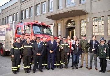 Bomberos de Santa Olga reciben nuevo carro bomba
