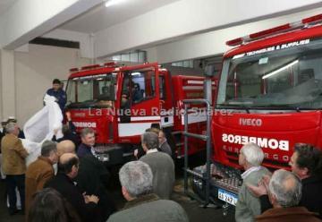 Bomberos de Coronel Suárez presentaron dos nuevas unidades