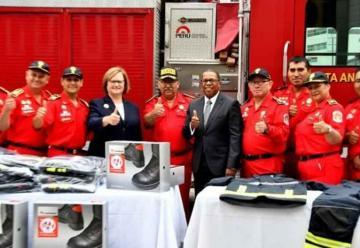 El Cuerpo de Bomberos del Perú recibe equipo de avanzada
