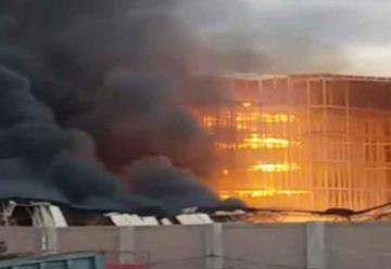 Incendio consumió almacén a la altura de la Variante de Uchumayo
