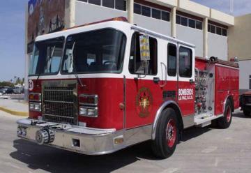 Bomberos de La Paz recibieron un camión extintor