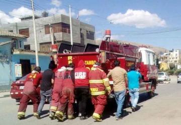 En malas condiciones opera único vehículo de bomberos El Tambo