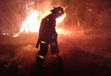 Dos bomberos con principio de asfixia tras apagar un incendio