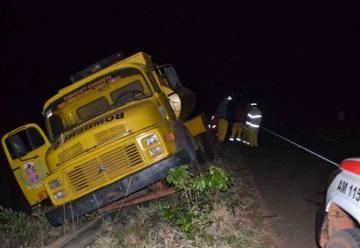Camión de bomberos sufre accidente durante asistencia