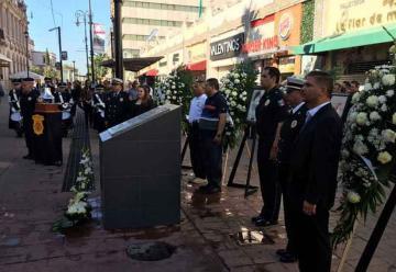 Recuerdan a bomberos fallecidos en incendio de la calle Libertad