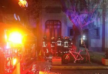 Bomberos controló incendio que afectó a motel en Santiago