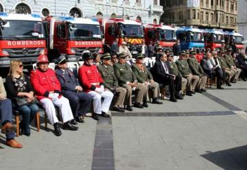Cuerpos de Bomberos recibieron 14 carrobombas