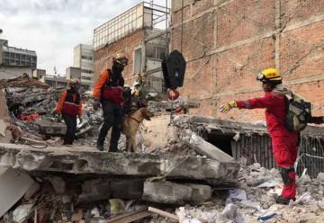 Equipo USAR de Bomberos Quito se encuentra en México