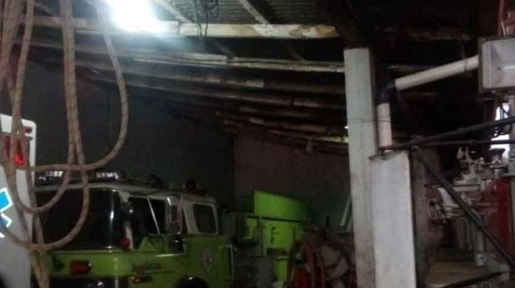 Bomberos de Chinandega buscan apoyo para reparar techo de cuartel