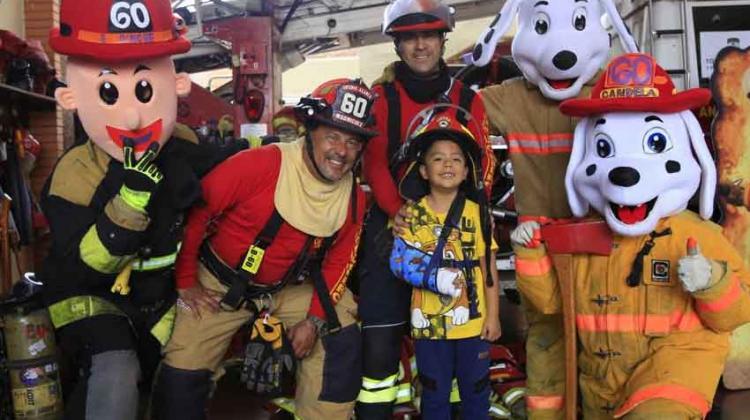 Bomberos capacitaron a familias en acciones contra emergencias