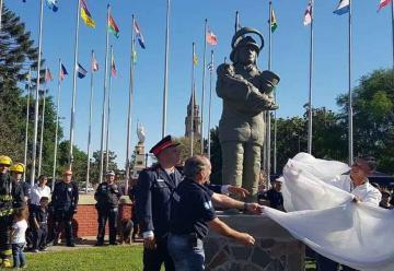 Monumento a Bomberos Voluntarios en Pilar