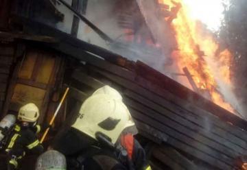 Bombero resulta lesionado al acudir a un incendio