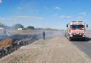 El fuego y el viento no dan tregua a Bomberos en Plottier