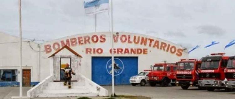 El gobierno firmó acuerdo para pagar deuda a bomberos voluntarios