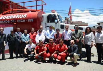Donan camión cisterna a Bomberos de Baños del Inca