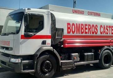Bomberos de Castelli suma un nuevo camión cisterna