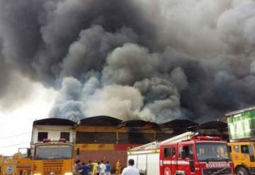 Voraz incendio en un mercado de Asunción