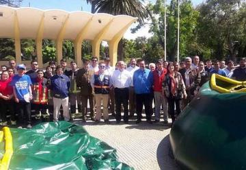 Gobierno entrega piscinas a Bomberos de la Provincia