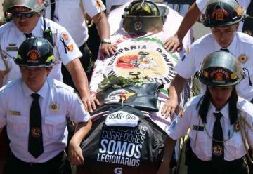 Despiden al bombero que murió en incendio en Guatemala
