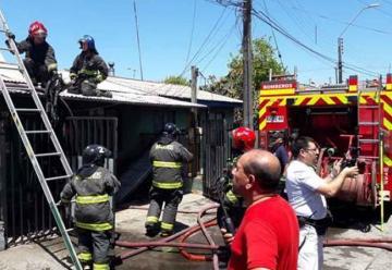 Incendio que destruyó cuatro casas dejó tres lesionados