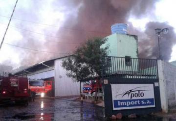 Incendio de grandes proporciones en Fernando de la Mora